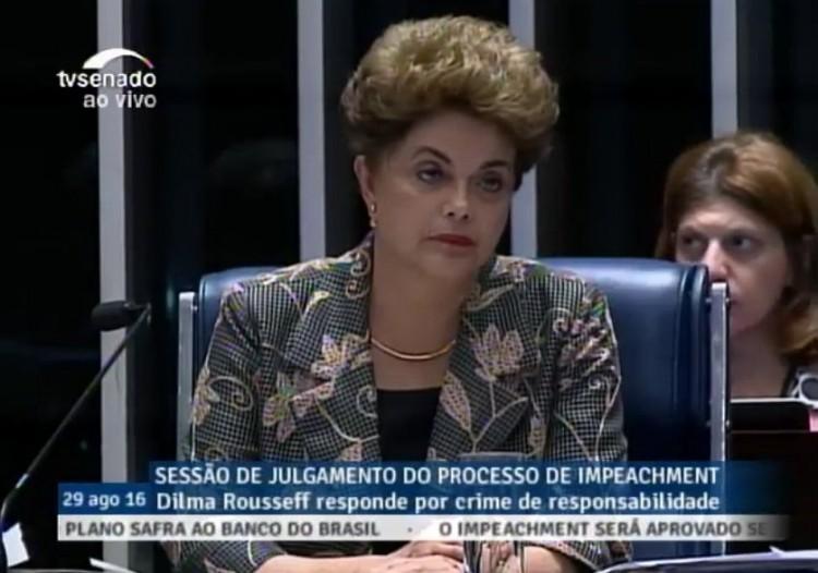 Essa é a cara que Dilma fez para Aécio, mas também é a nossa ouvindo-a discursar (Reprodução/TV Senado)
